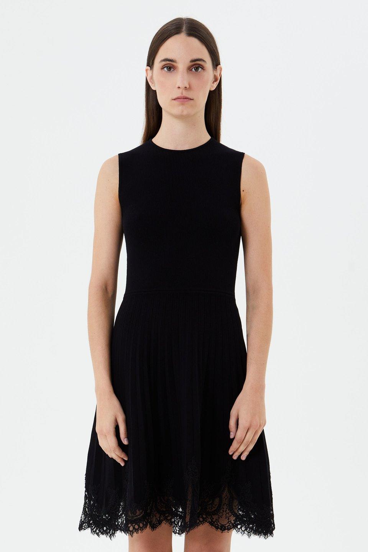 Трикотажное платье с кружевной отделкой
