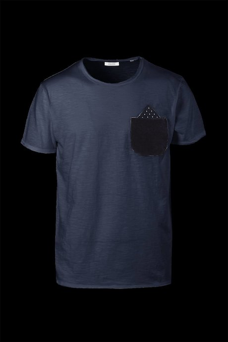 T-shirt with contrasting small pocket