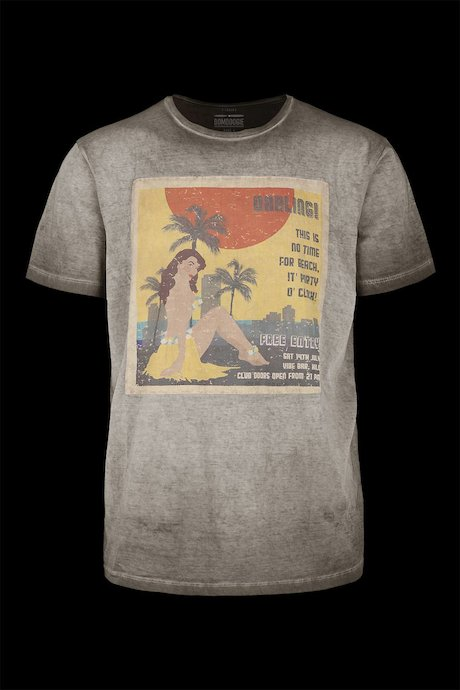T-shirt Seated Pin-up