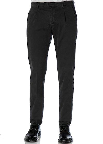 Pantalone tasca america slim fit con pence e risvolto in raso comfort