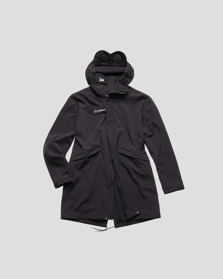C.P. Shell Fishtail Parka in asphalt