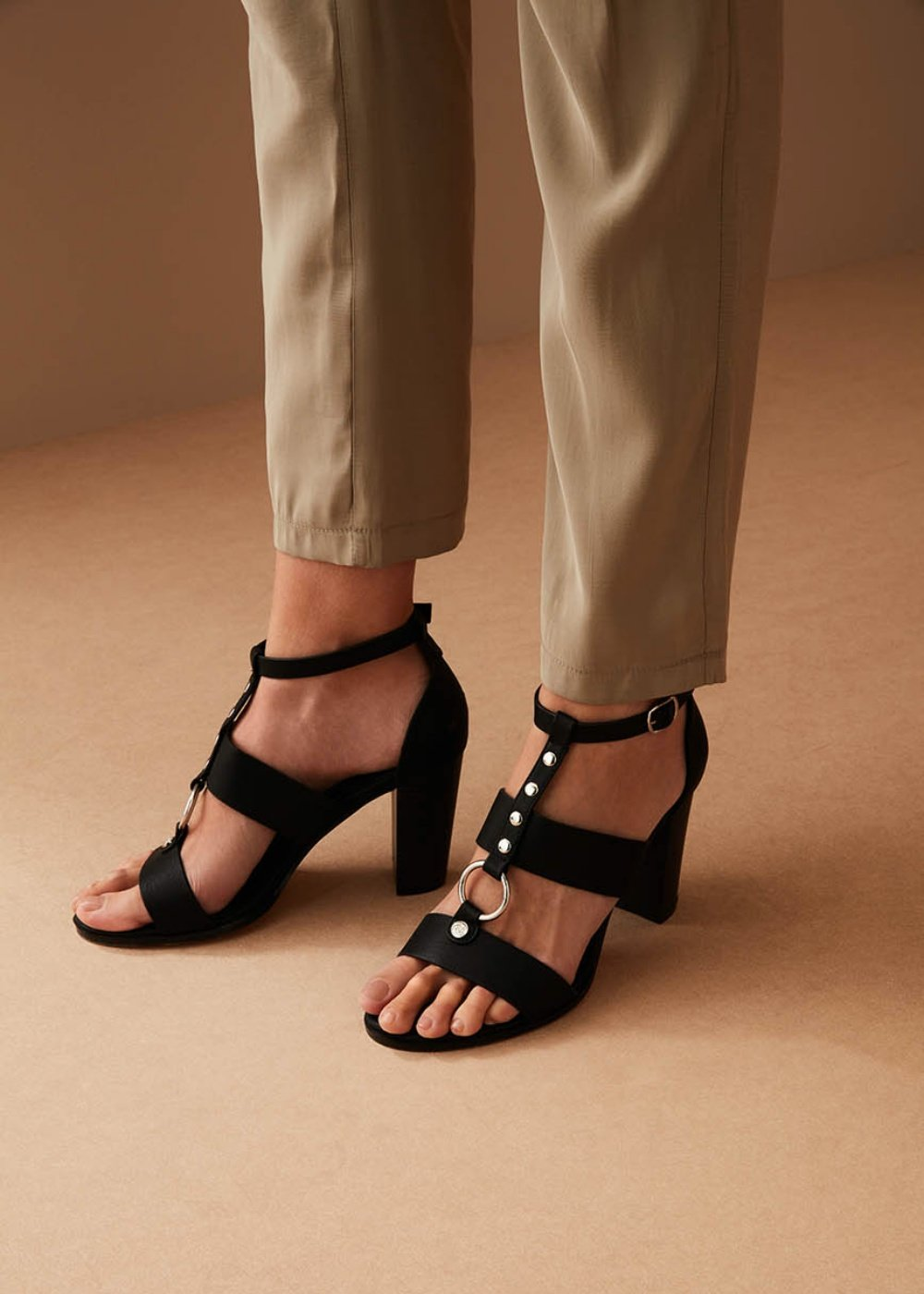 Sheila sandal with ring and studs - Black - Woman