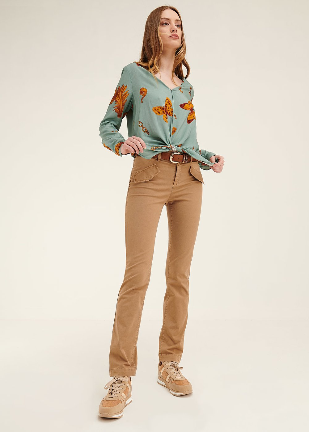 Hiking trousers with flap pockets on the front - Taupe - Woman