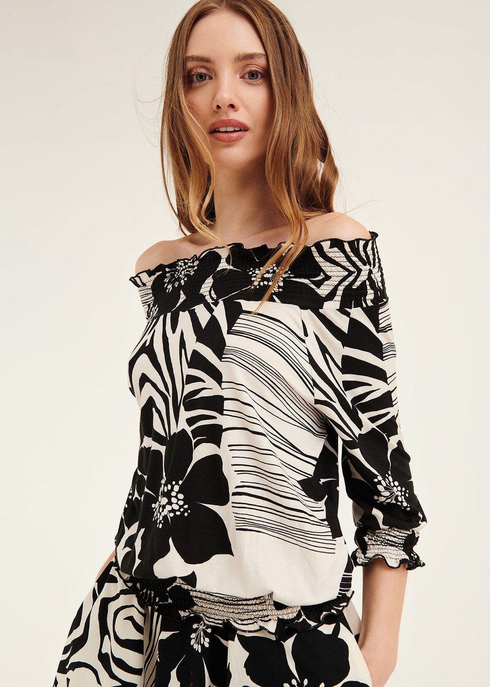 Soemi t-shirt with macro two-tone pattern - Black White Fantasia - Woman
