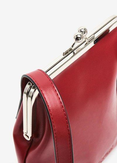 Basic bag with adjustable shoulder strap with buckle