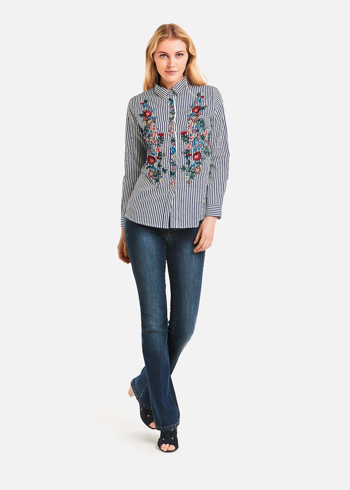 Camicia Ciarly a righe con ricamo fiore