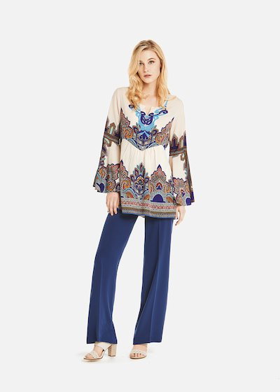 Conny blouse with embroidery on the neckline