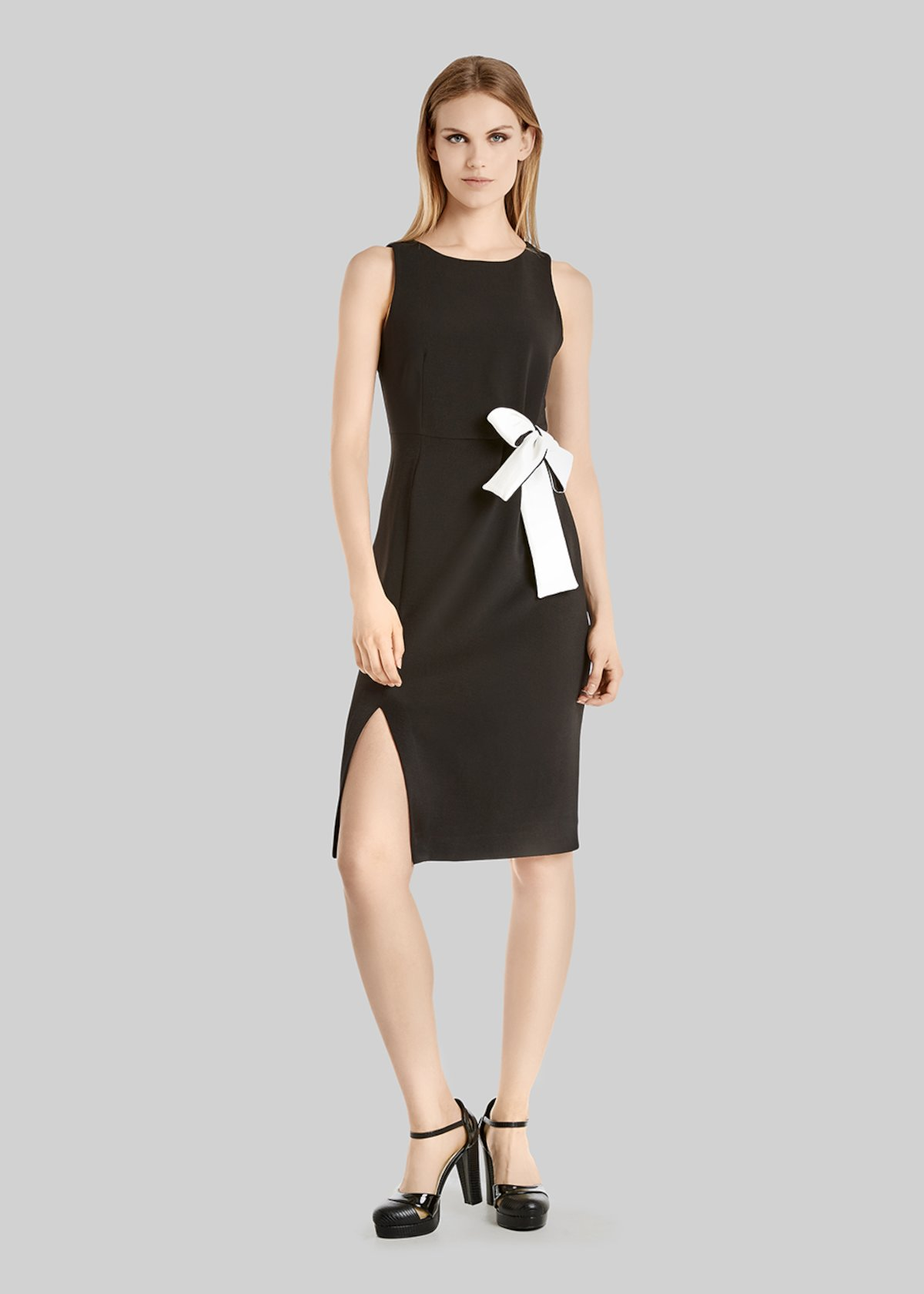 Alessiocrépe dress with bow at waist and side slit - Black / White
