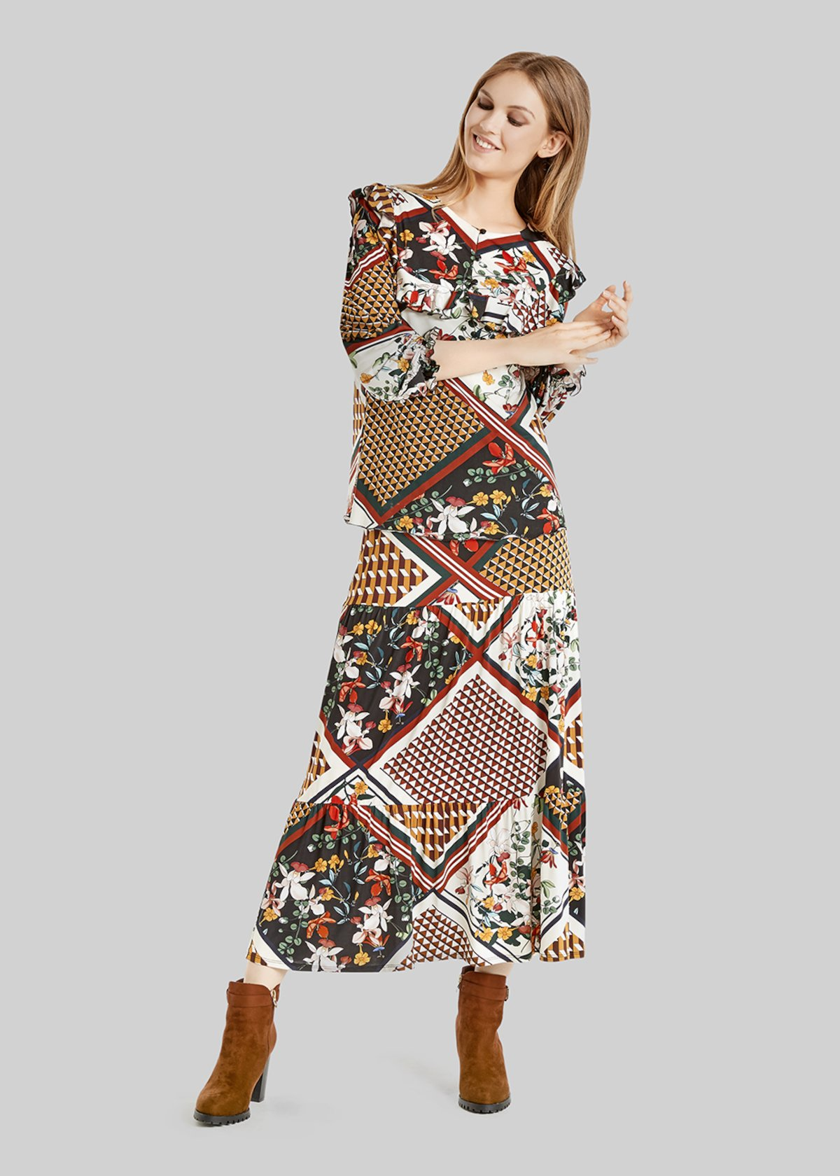 Gail long skirt with geometric garden pattern - Black / Curry Fantasia
