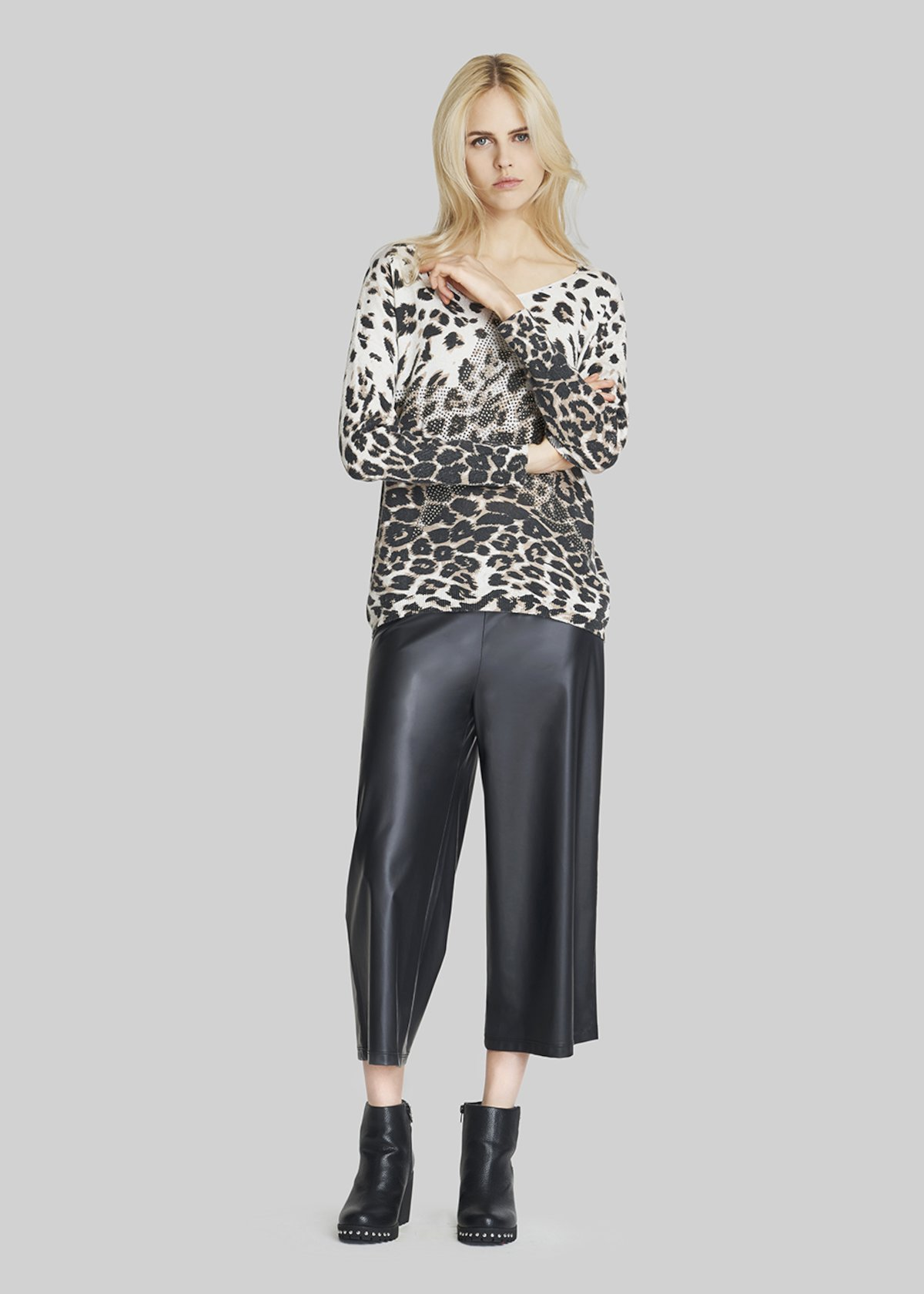 Pigo trousers with wide and short legs