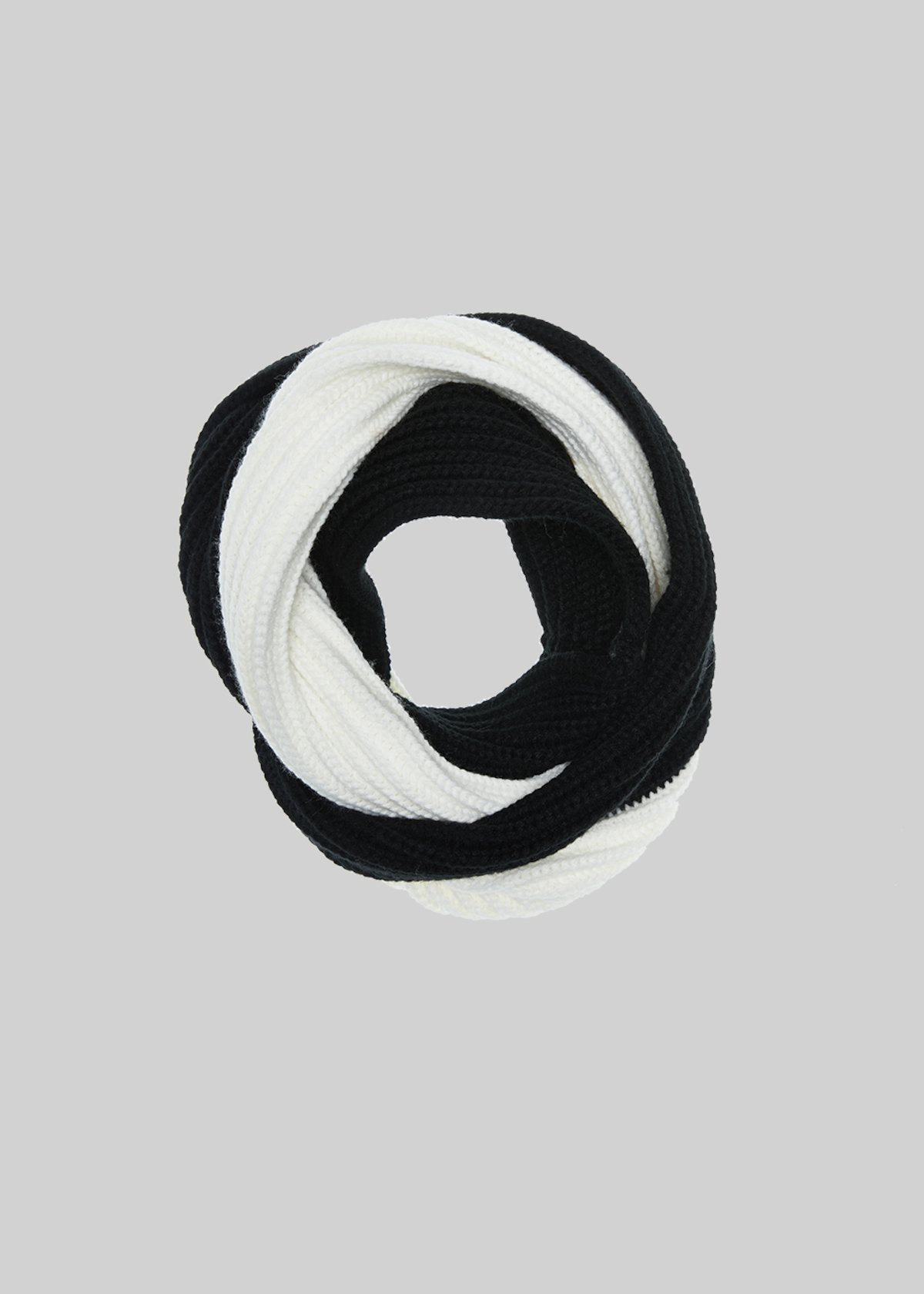 Sparky bicolour knitted infinity scarf - Black White Fantasia