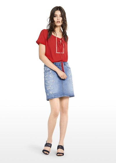 Gecky denim skirt with embroidered flowers