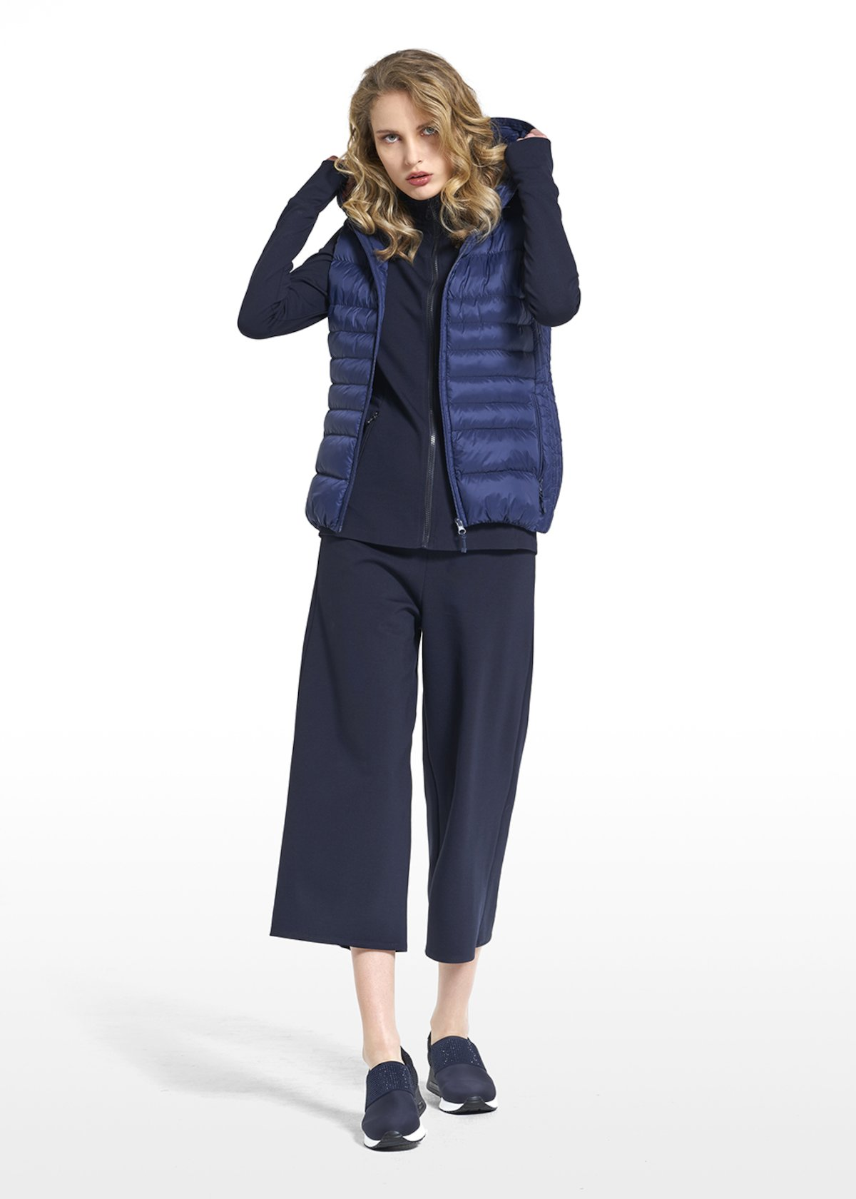 Down jacket in nylon Pegghy sleeveless and with hood