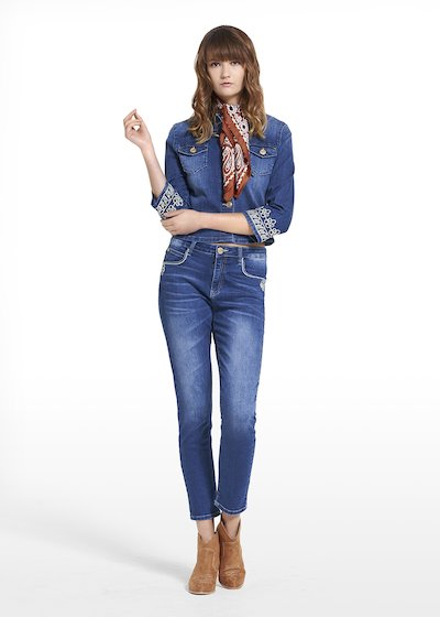 Jacket Gady in denim with a bottom sleeve embroidery