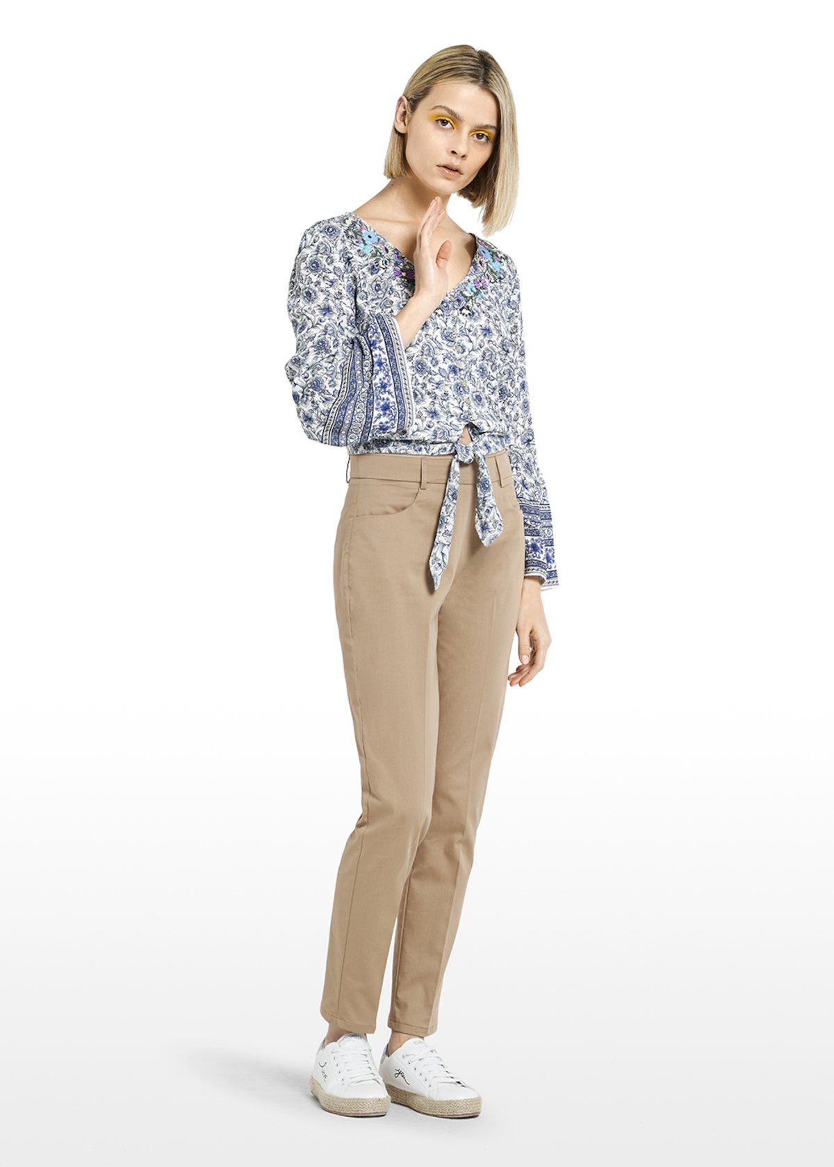 Chaim Blouse ramage flower print with V-neck