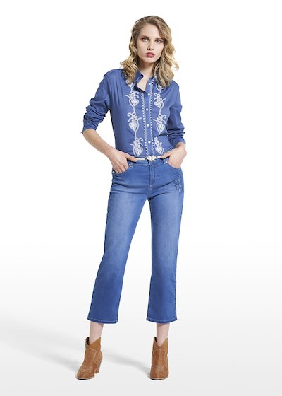 Blouse Crawler with contrasting floral embroidery
