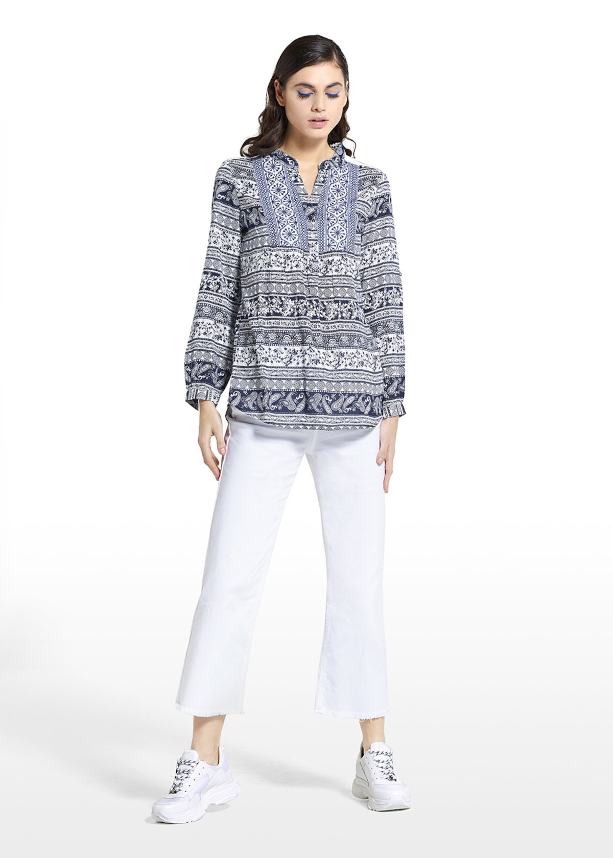 Cherys fantasy blouse with paisley pattern and V-neck - Blue / White Fantasia - Woman - Category image