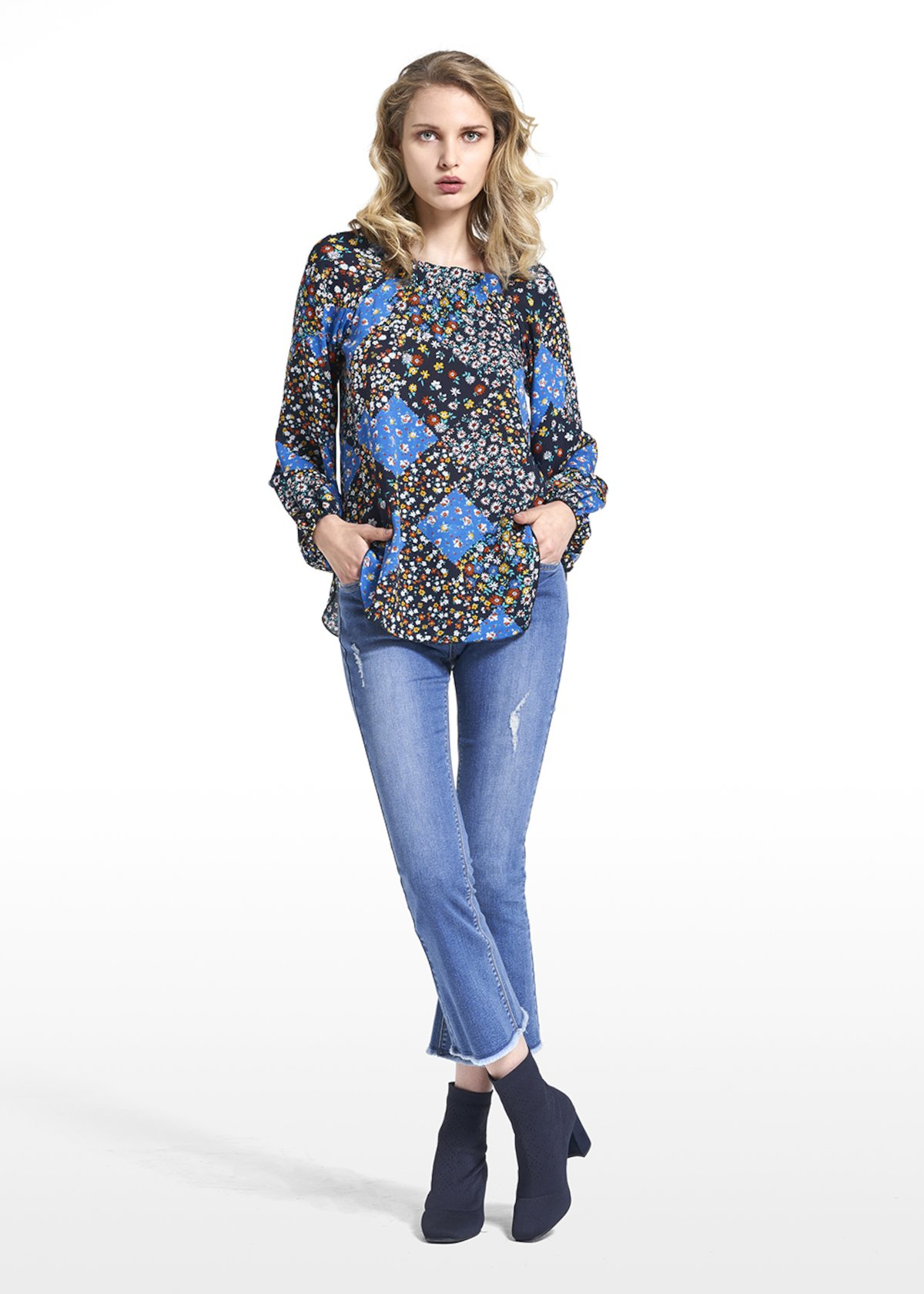 Blouse Cristina patterned covent garden with gathering on the neckline - Blue / Avion Fantasia - Woman