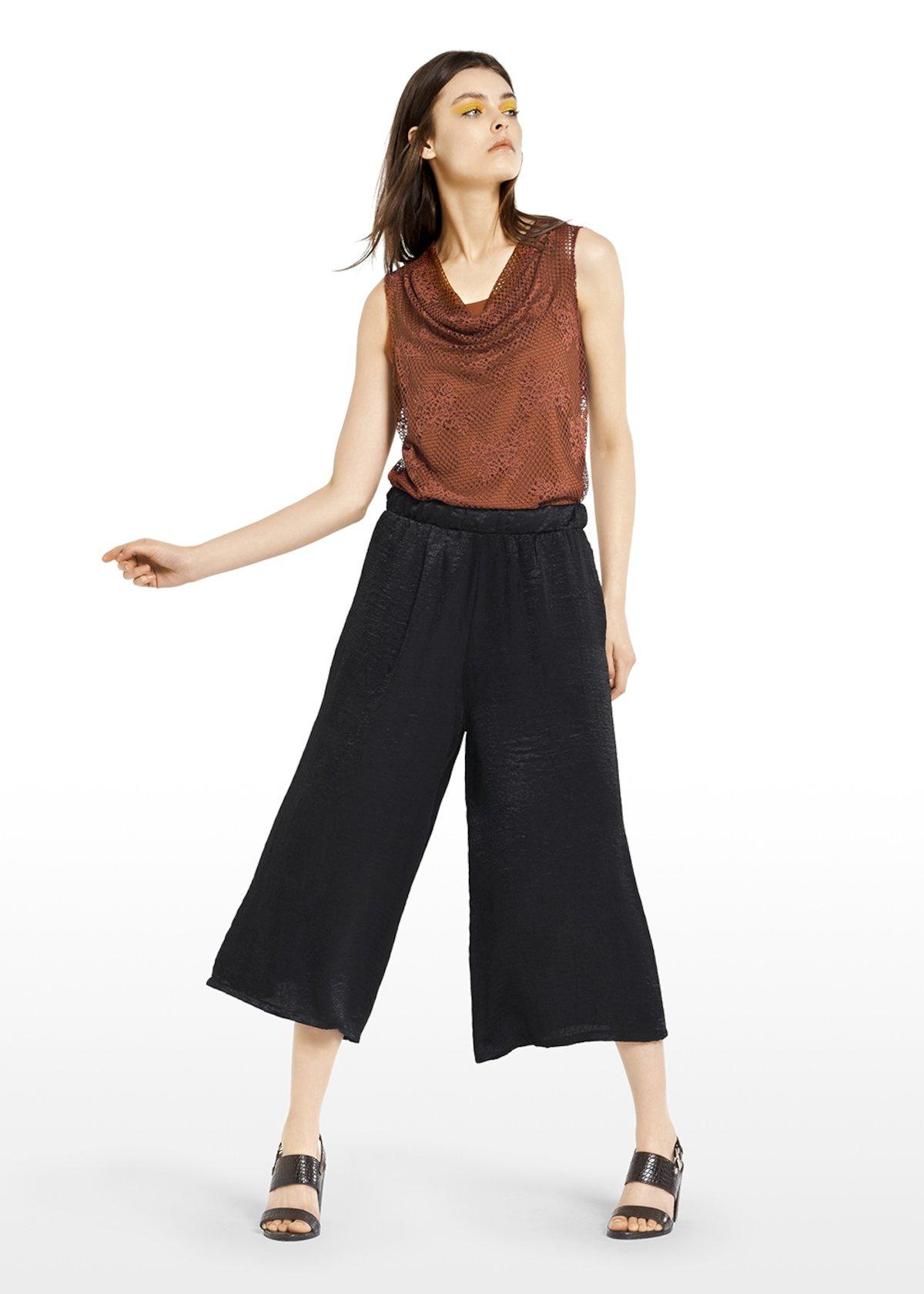 Megan model trousers satin effect