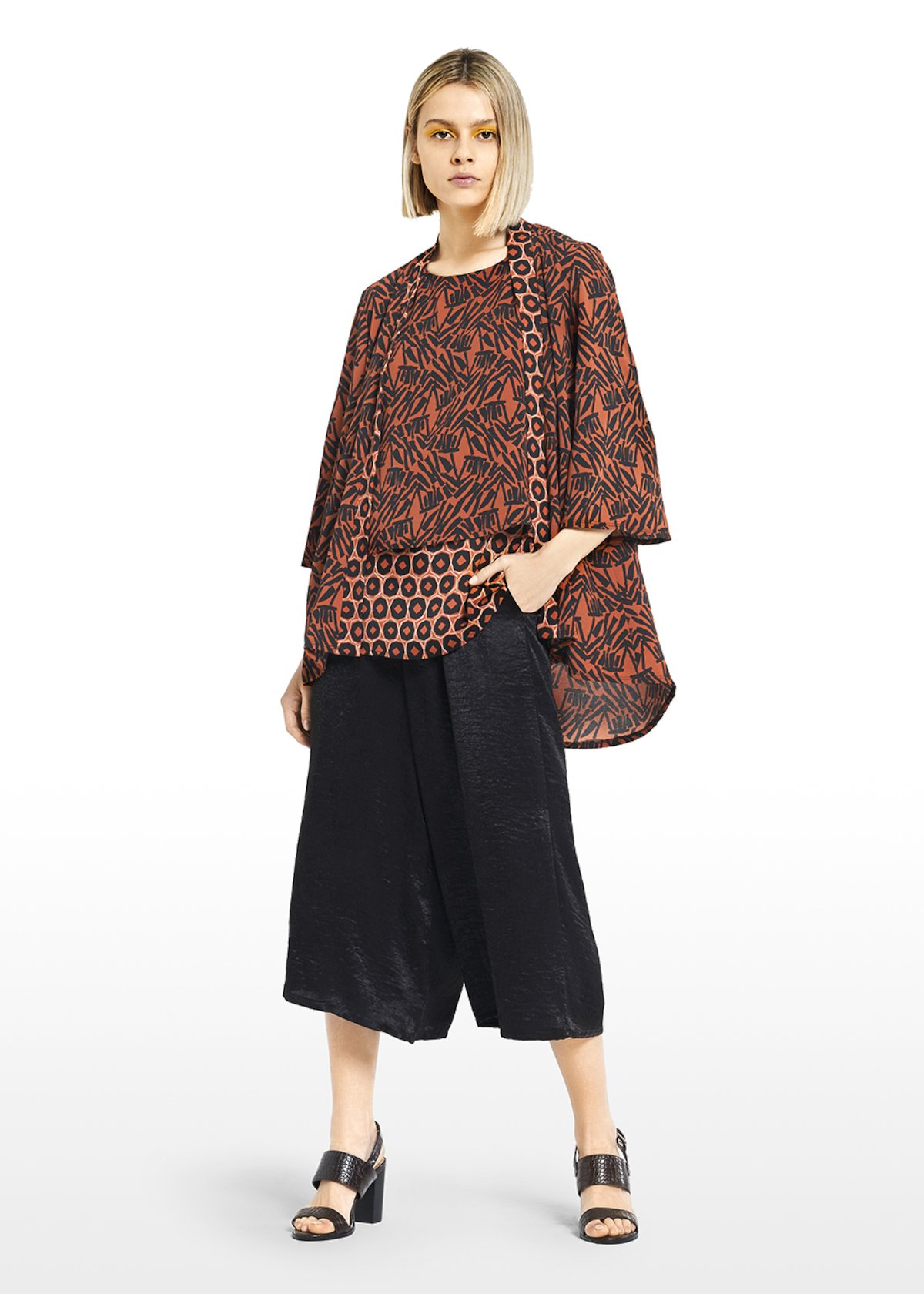 Clara shawl in Kenya patterned crêpe - Carota / Black  Fantasia - Woman