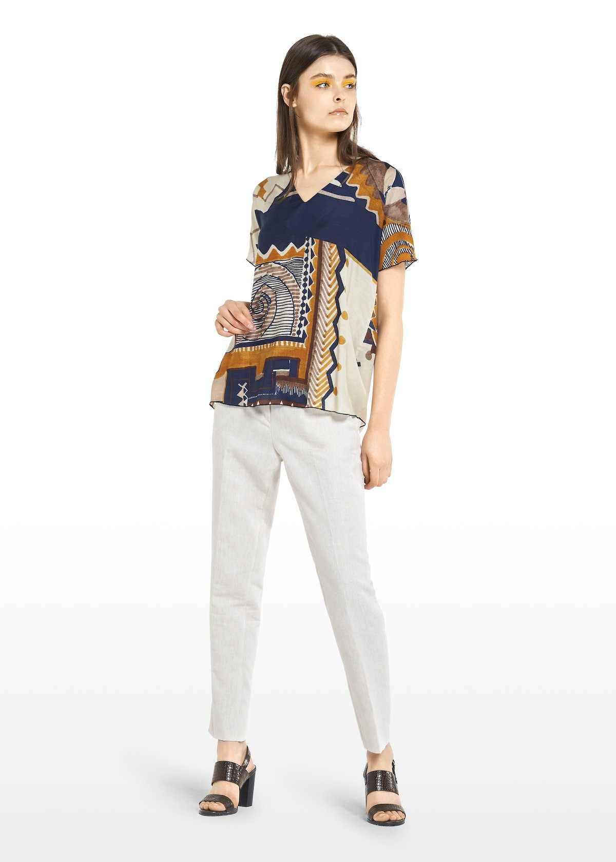 Selena ethnic-geometric patterned T-shirt with V-neck - Gesso / Blue Fantasia - Woman