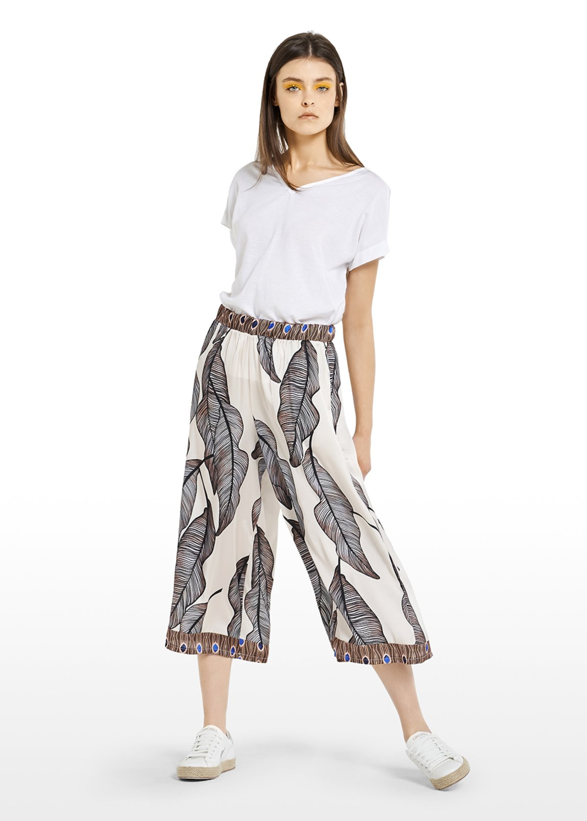 Capri pants Pelay with patterned leaves and contrasting edges - Black White Fantasia - Woman