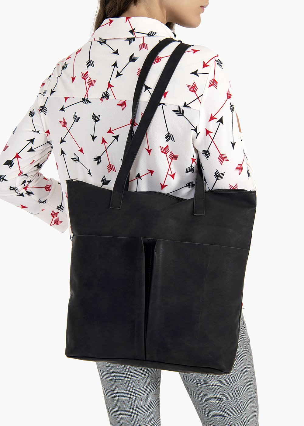 Baylee shopping bag in eco-leather with used effect pockets on the front - Black - Woman