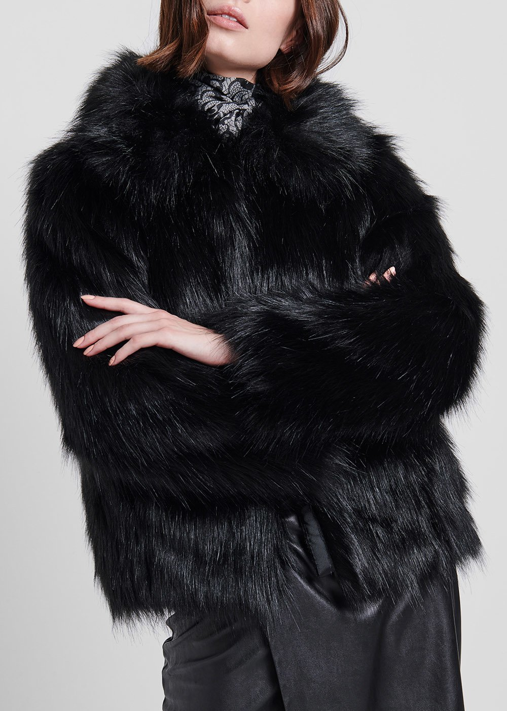 Short faux-fur outerwear - Black - Woman