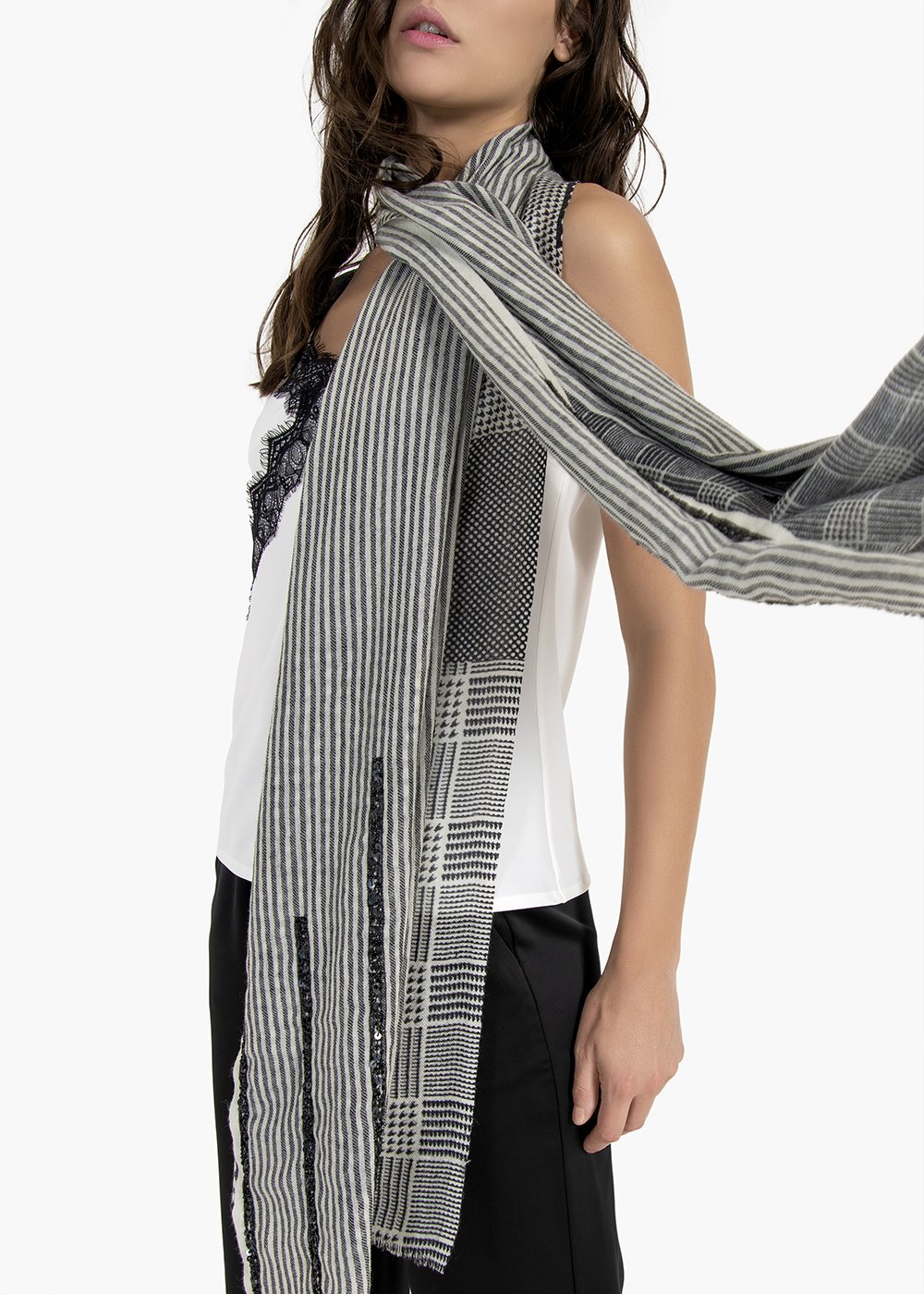 Sara wool and silk scarf with check pattern