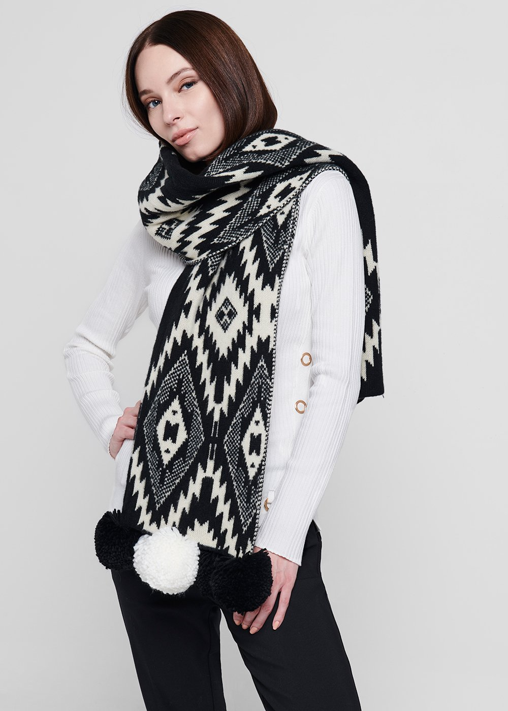 Shirley scarf with ethnic print and pompon at the bottom - Black / White Fantasia - Woman