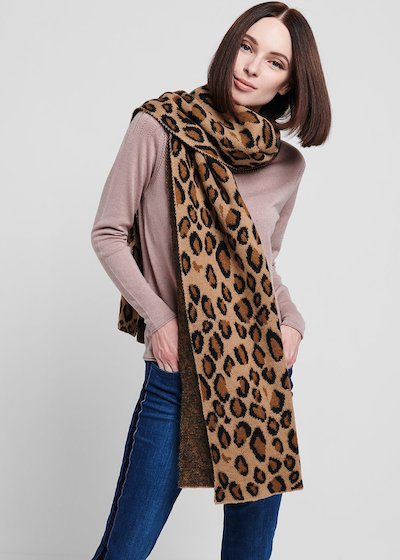 Maxi scarf with spotted print