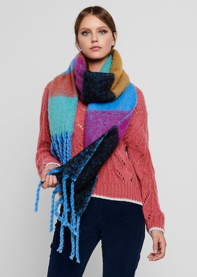 Swish maxi scarf with fringes at the bottom