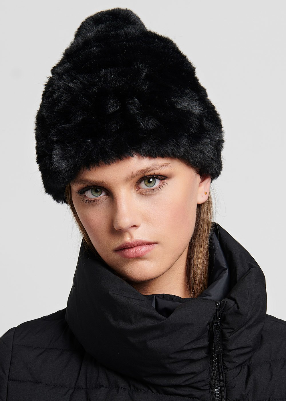 Carry faux-fur hat with pom-pom - Black - Woman