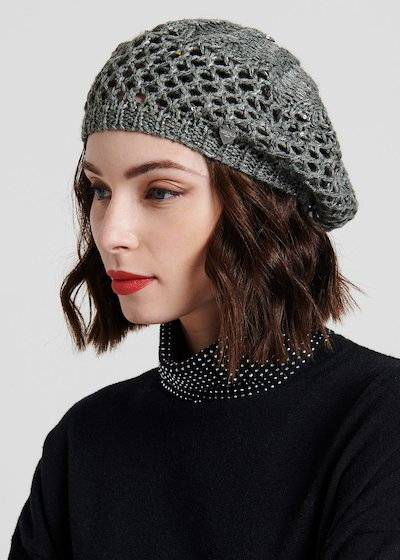 Black beret with net processing