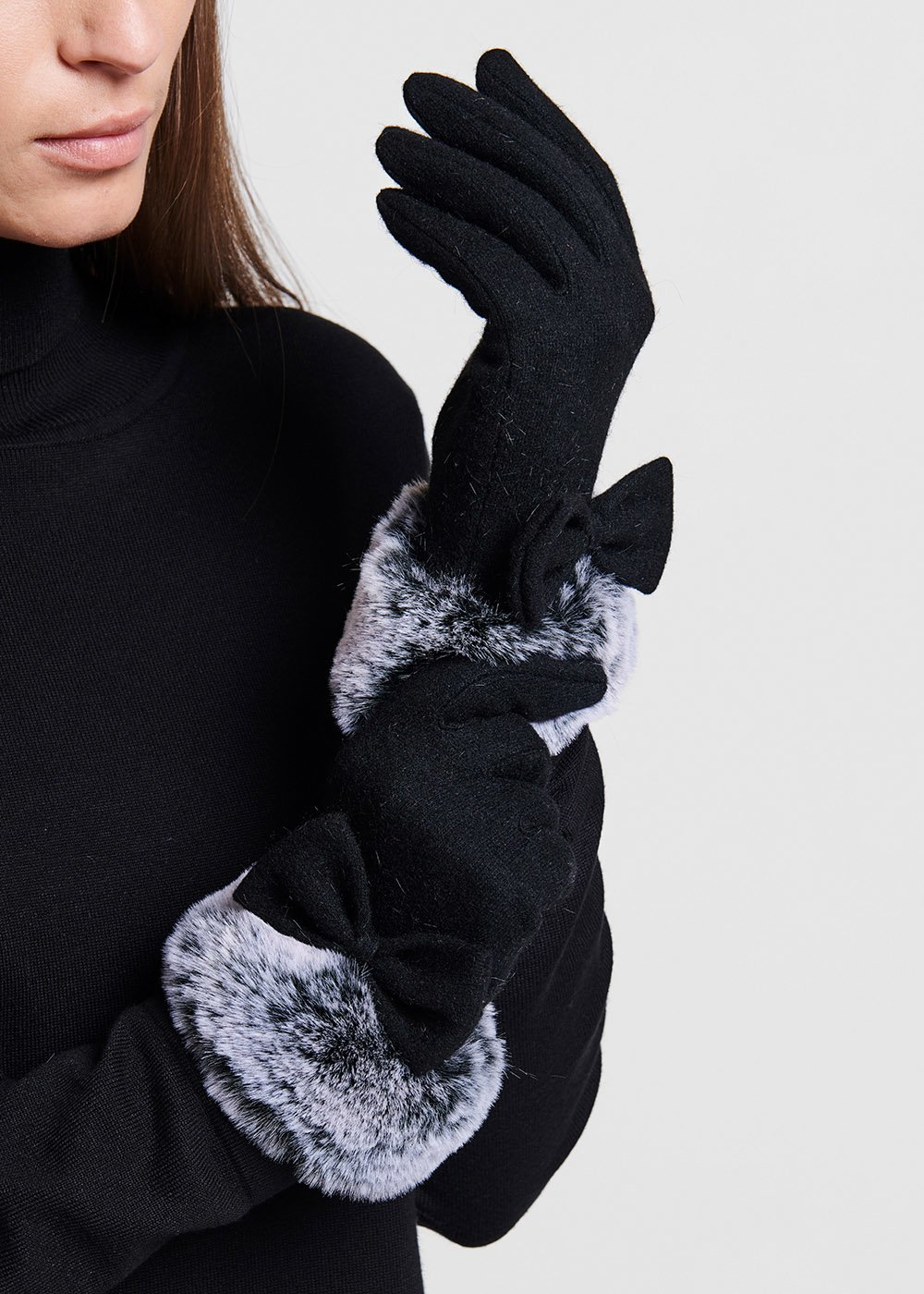 Wool gloves with faux-fur band