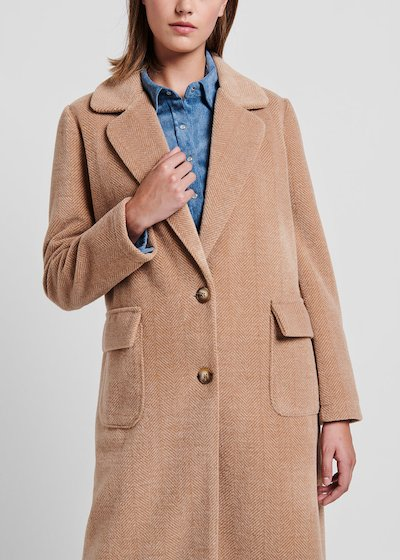 Doeskin-coloured coat in knit fabric