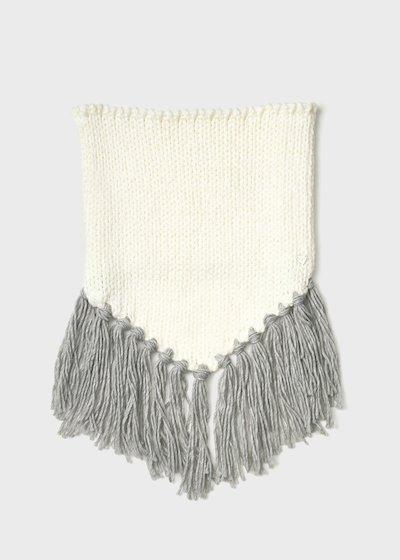 Sfray scarf with fringes detail