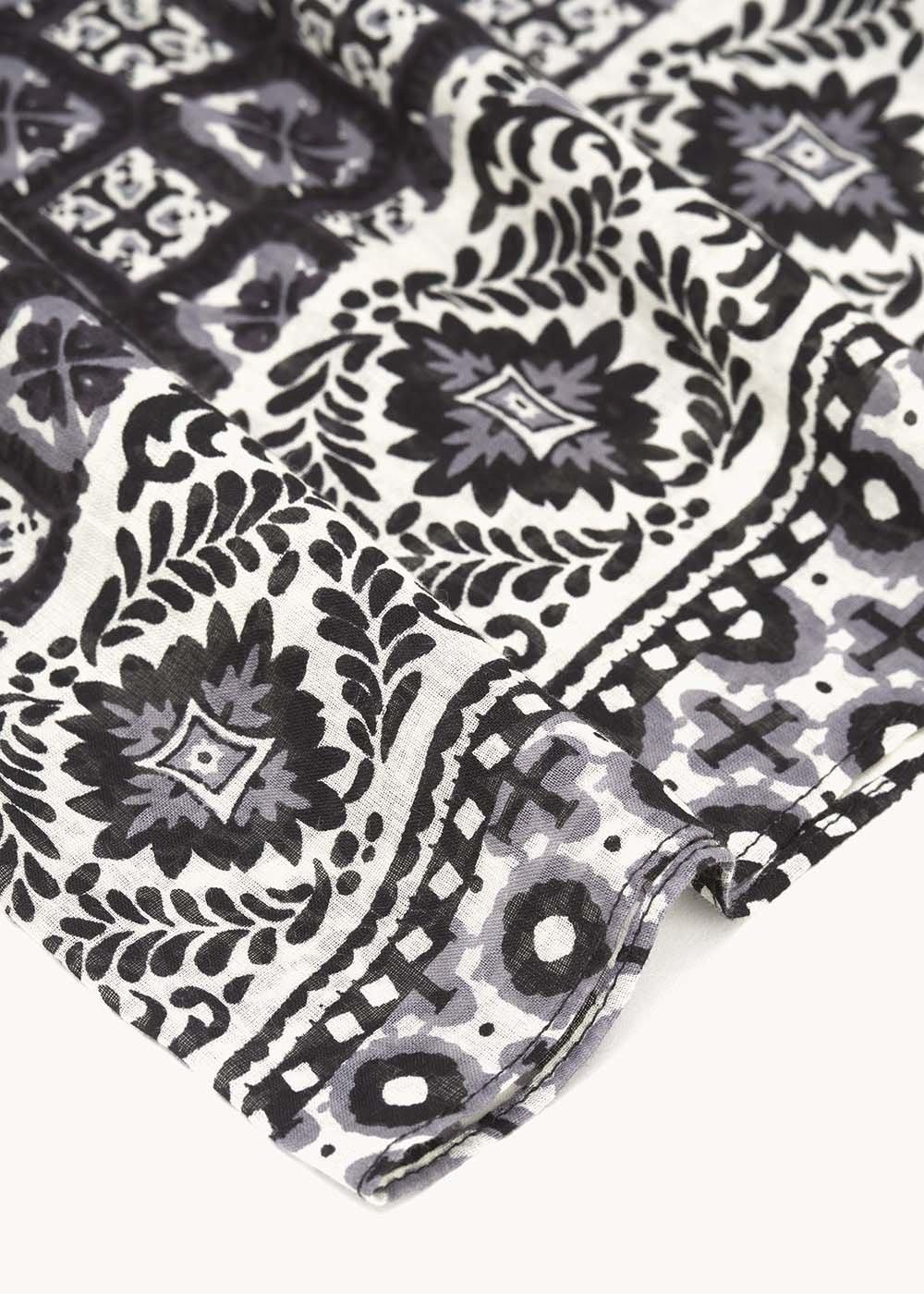 Seraph scarf with majolica print - Smocky / White Fantasia - Woman
