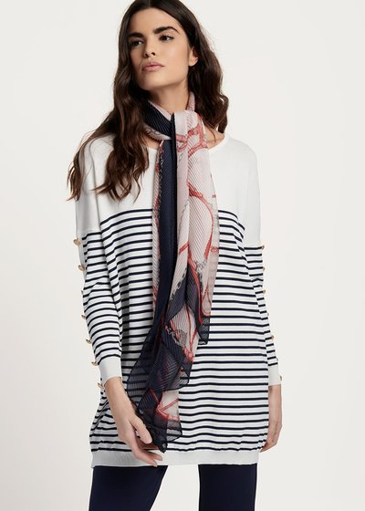 Sharf scarf with pleated chain pattern