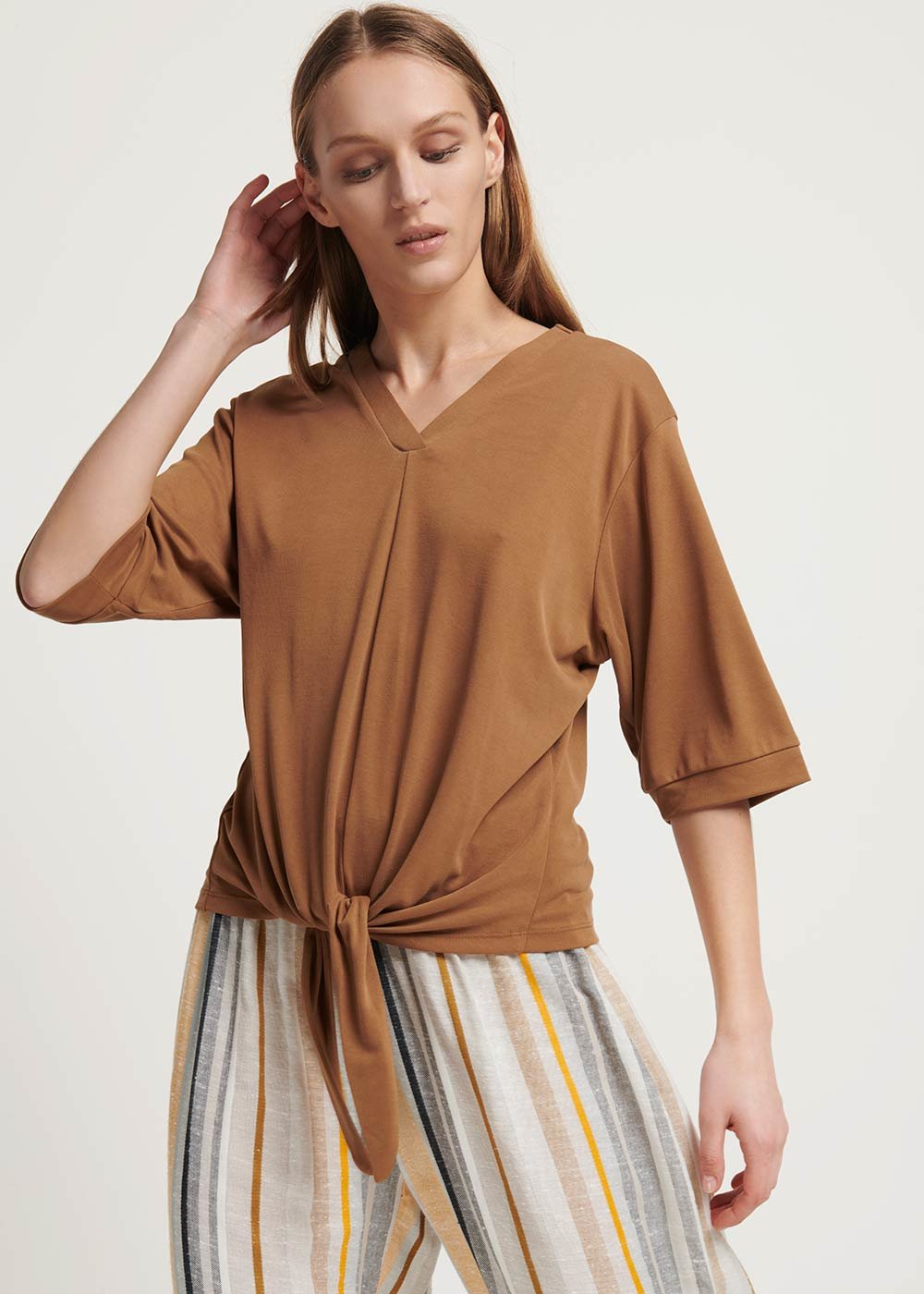Sole t-shirt with knot at the bottom - Pecan - Woman