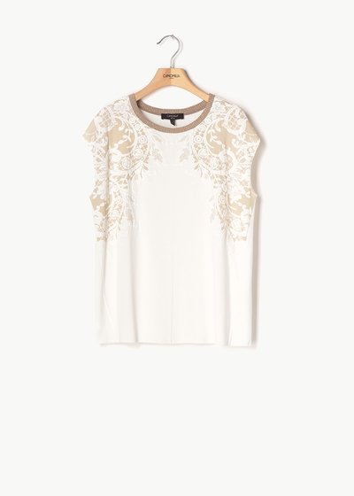 Sheila T-shirt with embroidery of flowers