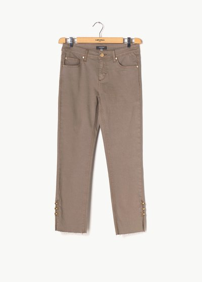 Piero capri pants with details at the bottom