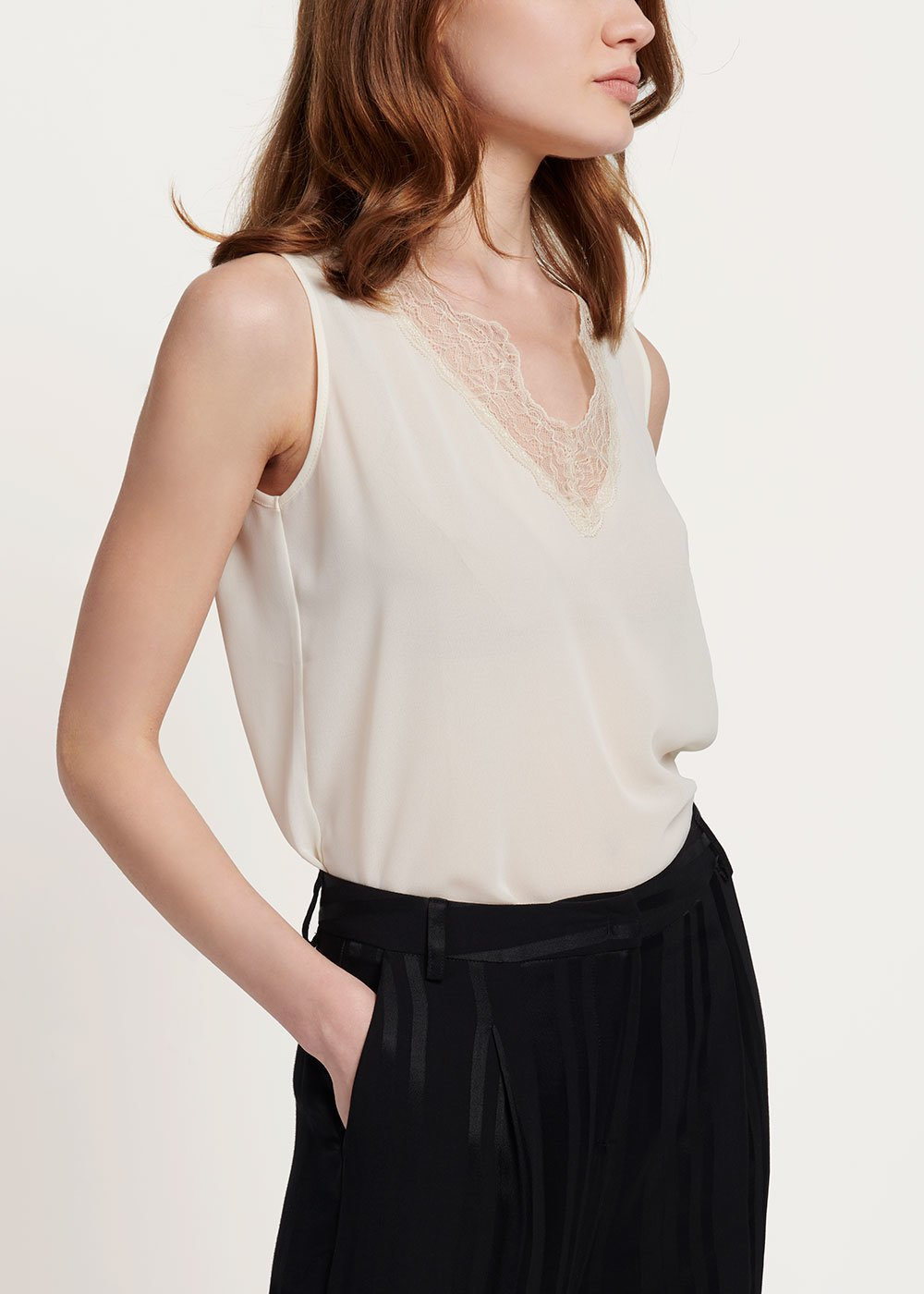 Tonic top with lace on the neckline - Ginger - Woman