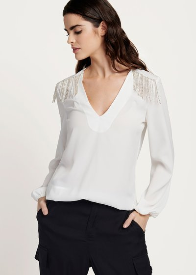 Calin v-neck blouse with appliques on the shoulders