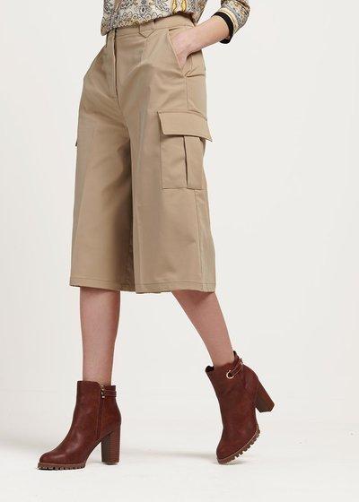 Pantalone modello Megan con tasconi laterali