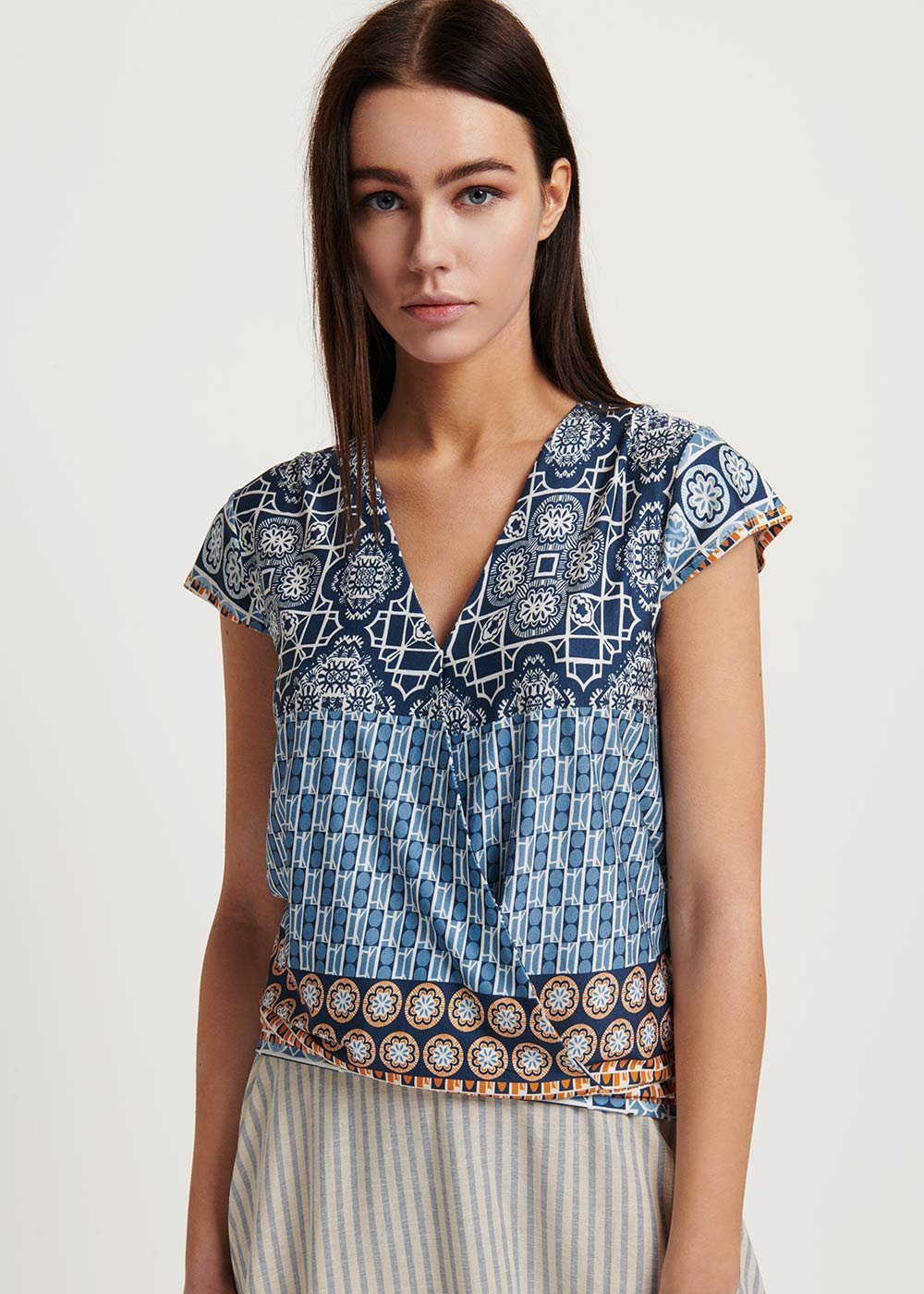 Sidony v-neck patterned t-shirt - Medium Blue \ Cacao - Woman