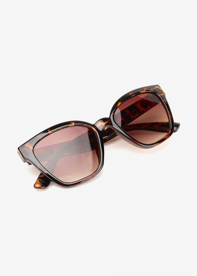 Square tortoiseshell glasses