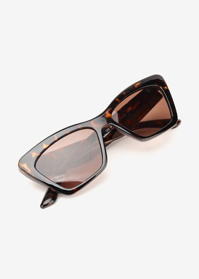 Big size glasses with shaded lenses