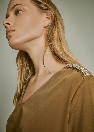 V-neck T-shirt with crystal detail on the shoulder