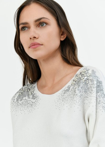 Melina sweater with appliques on the shoulders